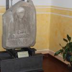 3-stele-funeraria-in-trachite